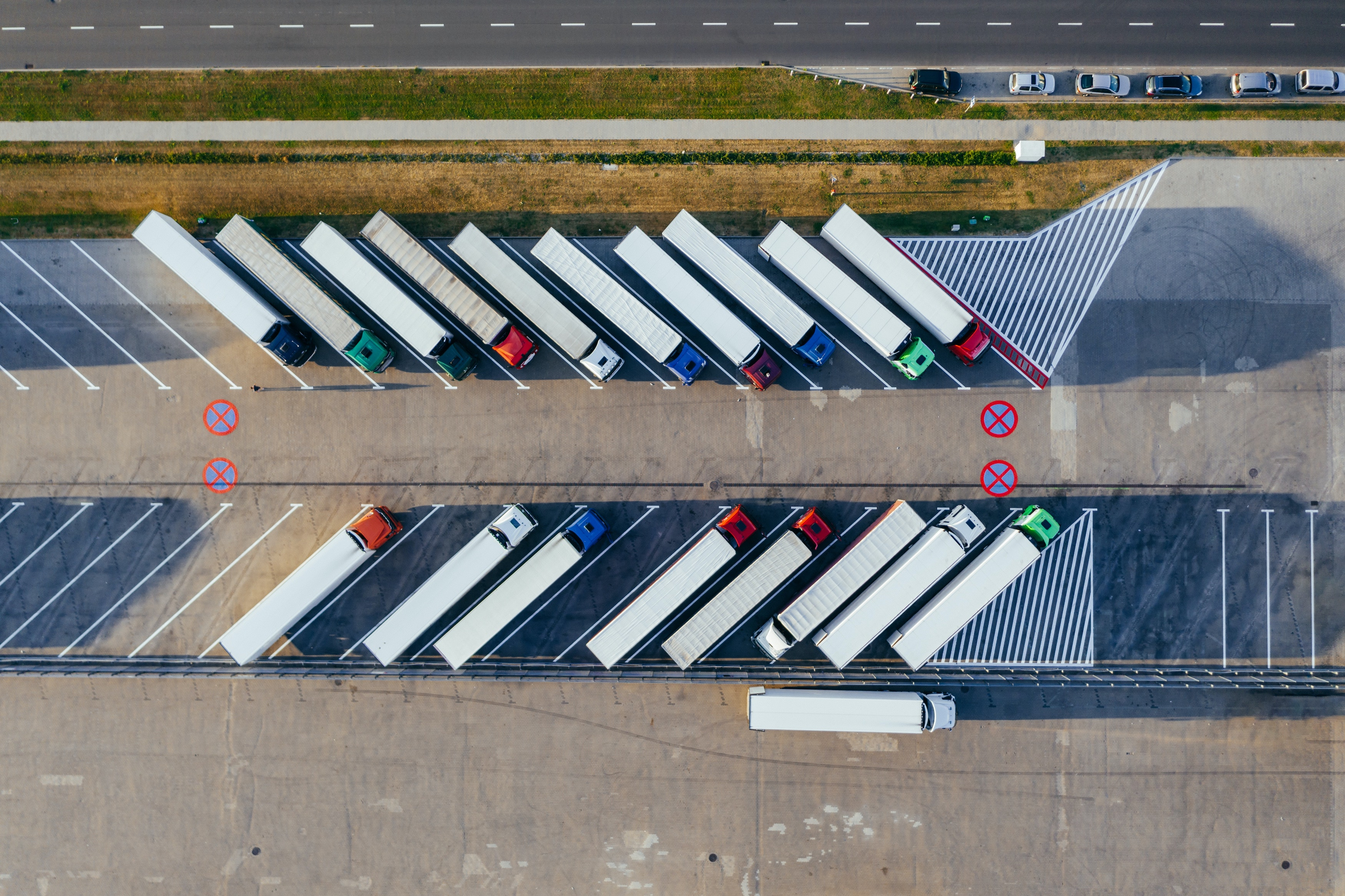 Sollertis_BlogFeatureImage_How Trucking and Logistics Company Owners Can Avoid Personally Liability